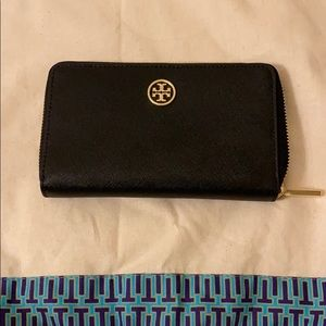 Like New Black Tory Burch Wallet
